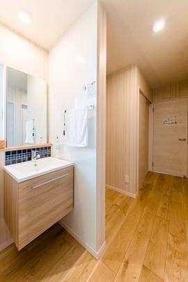 あると便利な2階洗面台。朝の忙しい身支度も1階と2階で分散できます。